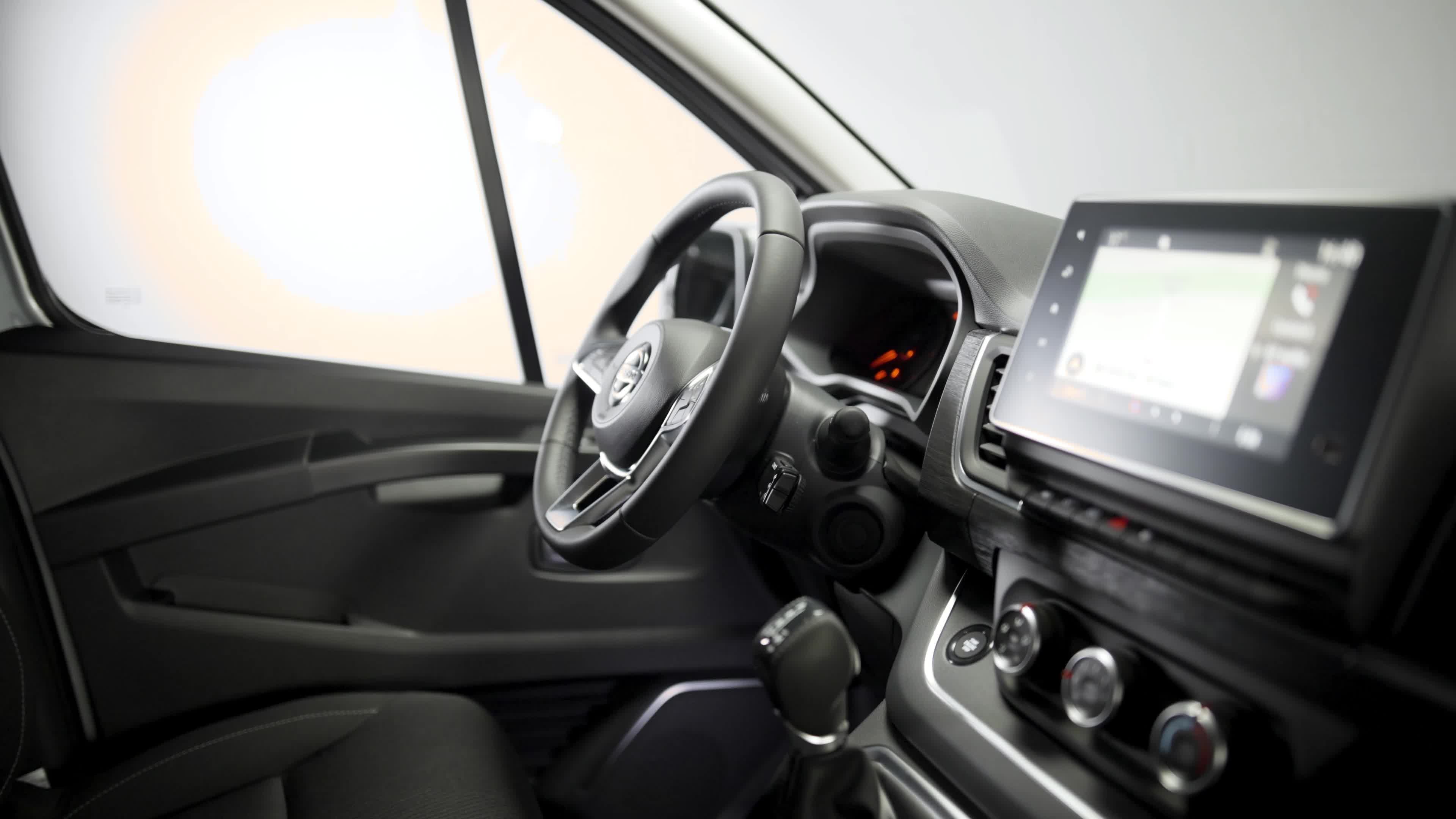 Nissan upgrades the NV300 Combi with sharper look and feel, enhanced powertrain and new safety technologies - Image 2